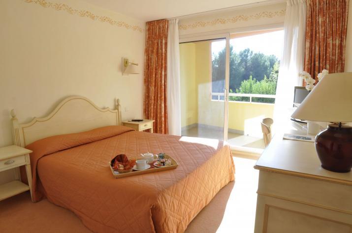 Hotel Omega à Valbonne : chambre confort, simple ou double
