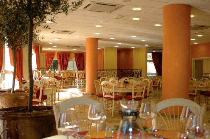 restaurant valbonne le relais l 39 h tel omega ouvert. Black Bedroom Furniture Sets. Home Design Ideas